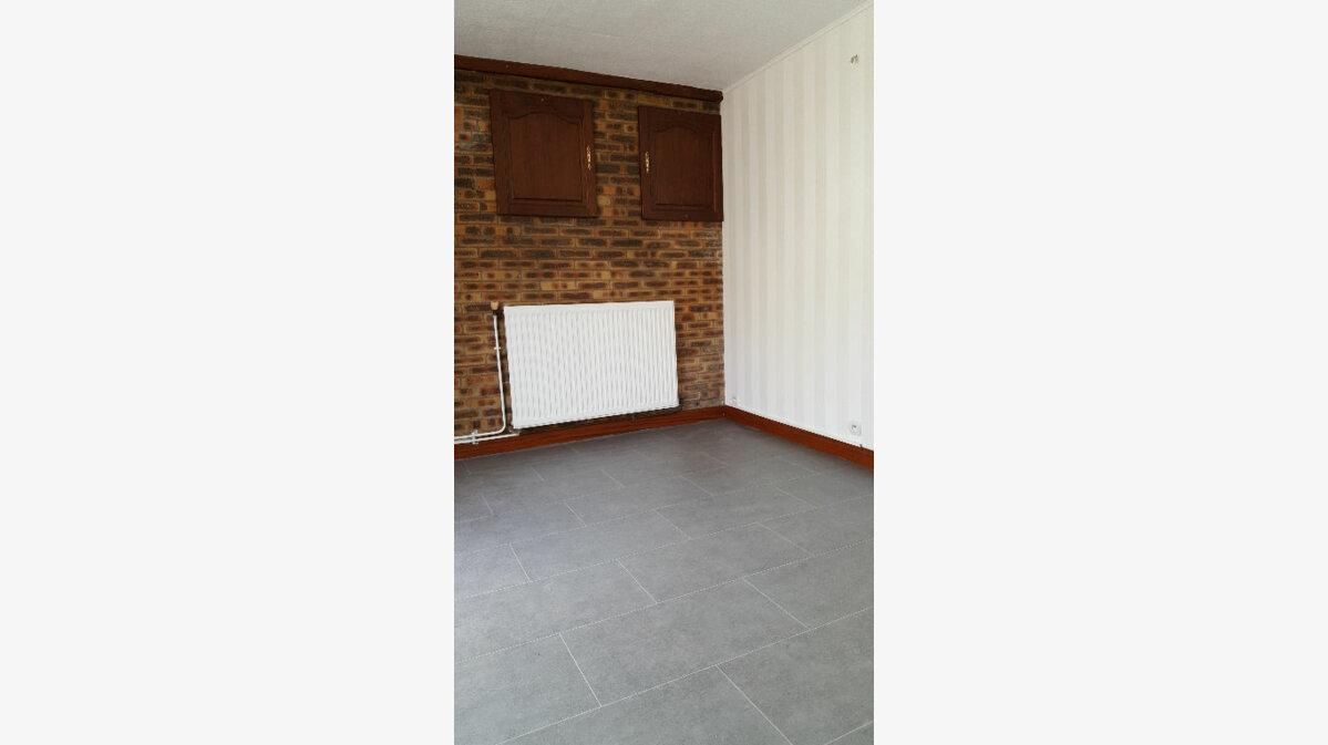Location Maison 4 pièces à Elbeuf - vignette-2