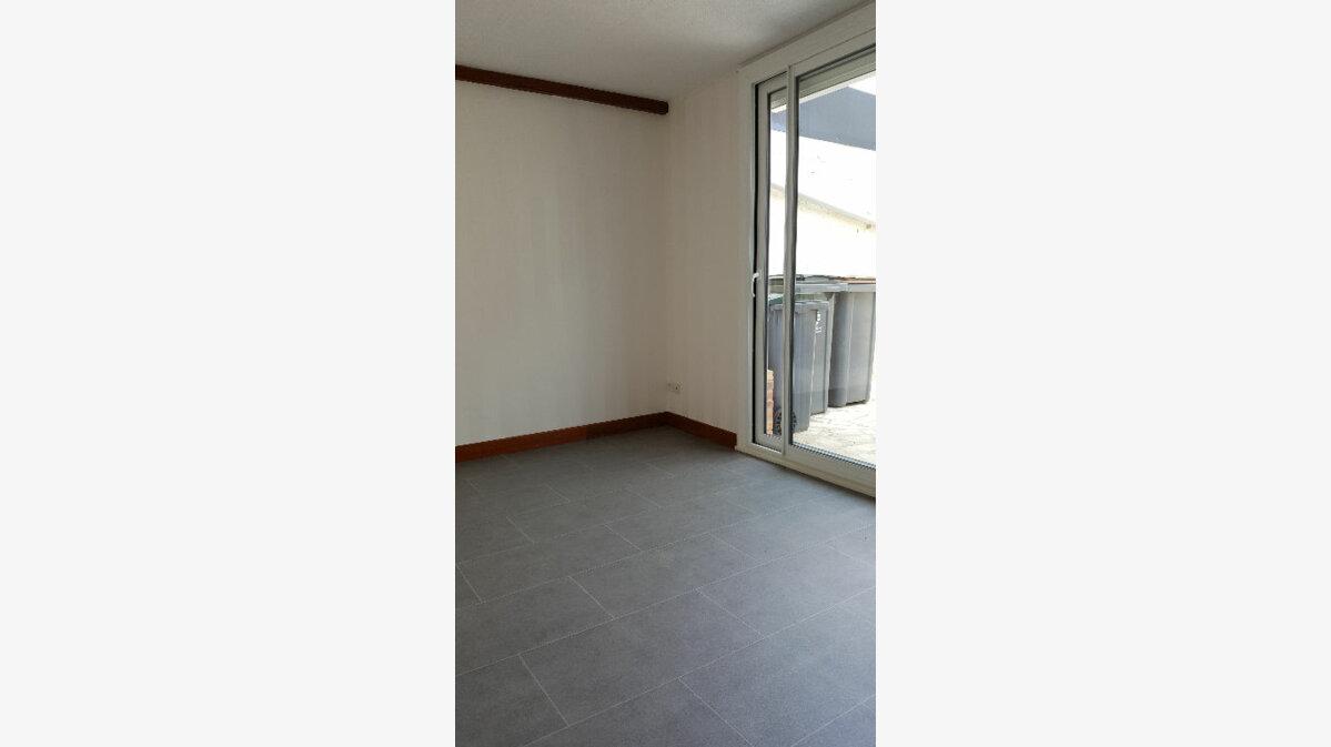 Location Maison 4 pièces à Elbeuf - vignette-3