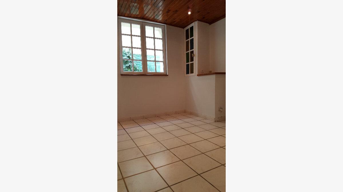 Location Maison 4 pièces à Elbeuf - vignette-6