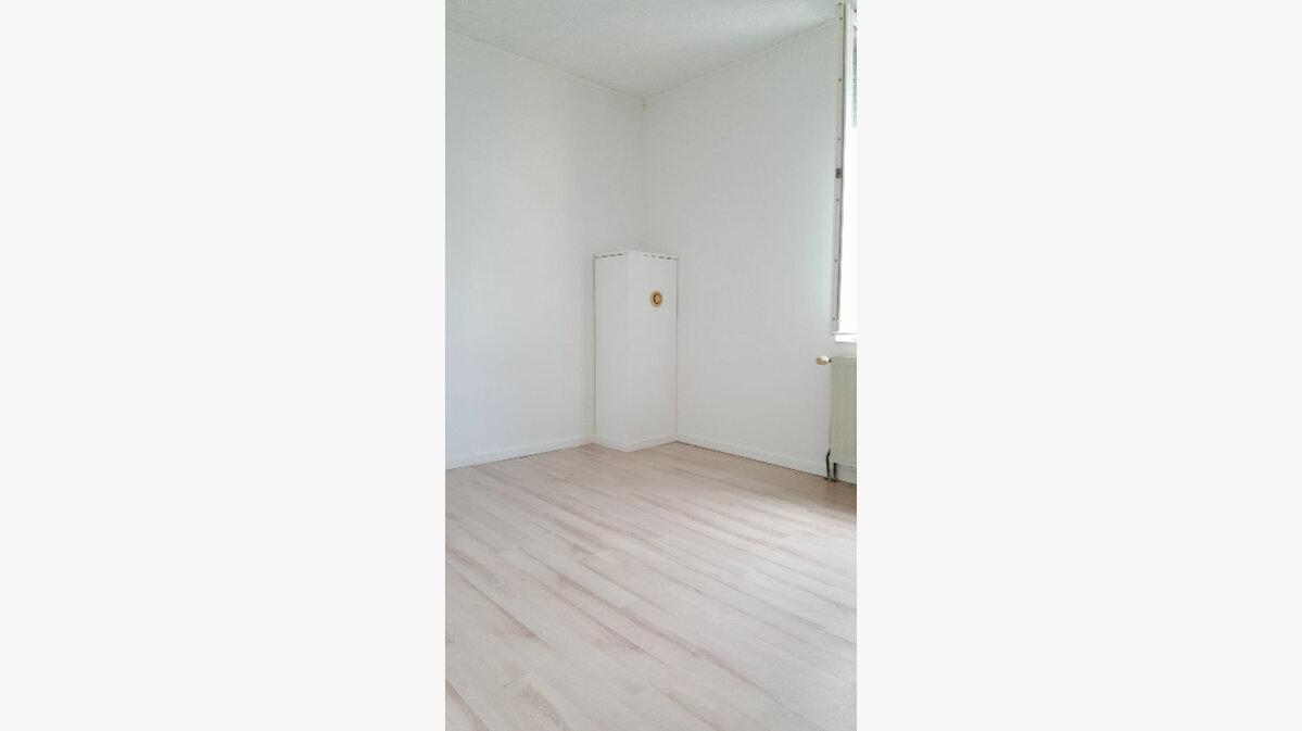 Location Maison 4 pièces à Elbeuf - vignette-16