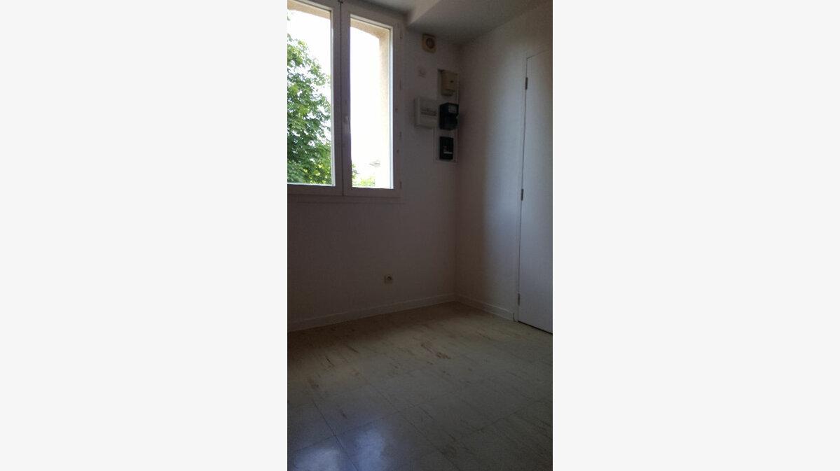 Location Appartement 2 pièces à Caudebec-lès-Elbeuf - vignette-2