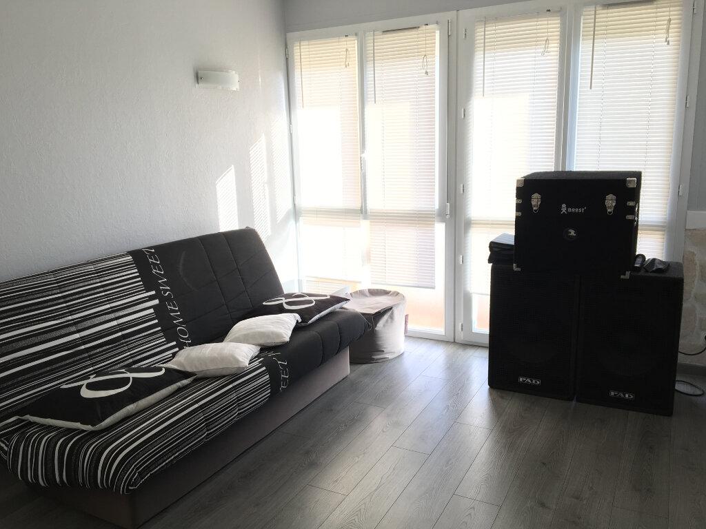 Achat Appartement 3 pièces à Saint-Étienne-du-Rouvray - vignette-3