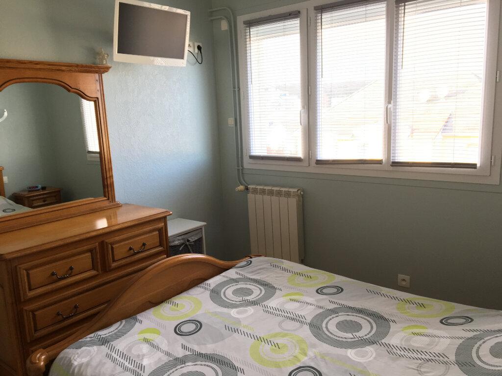 Achat Appartement 3 pièces à Saint-Étienne-du-Rouvray - vignette-4