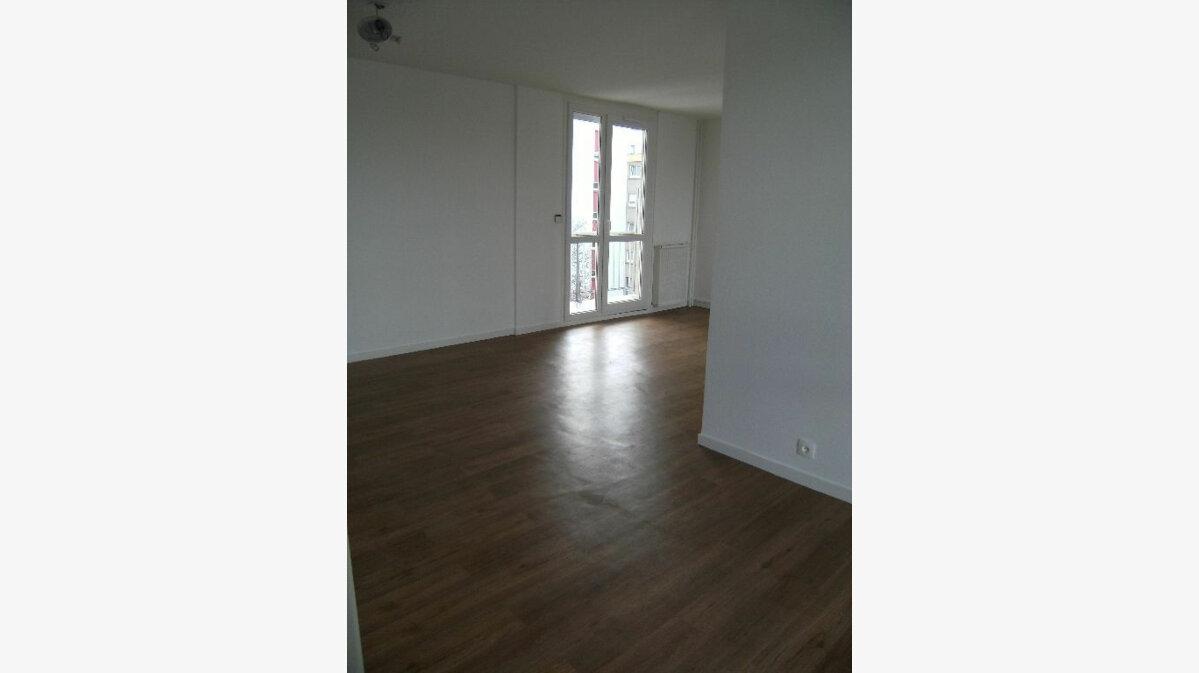 Location Appartement 4 pièces à Sotteville-lès-Rouen - vignette-1