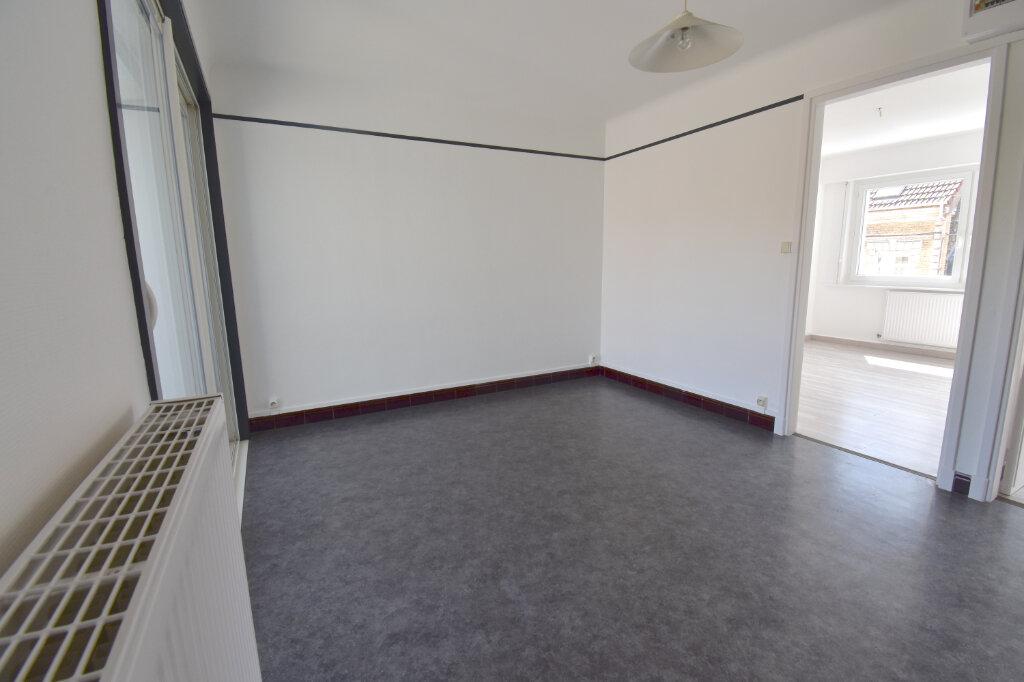 Location Appartement 3 pièces à Calais - vignette-3
