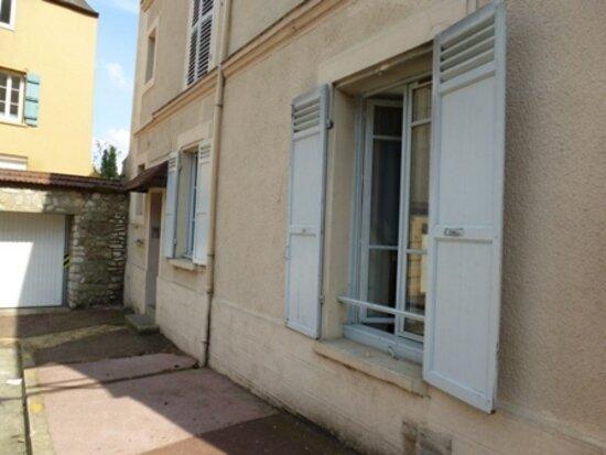 Location Appartement 1 pièce à Mantes-la-Jolie - vignette-1