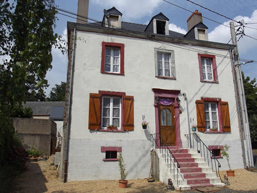 Achat Maison 8 pièces à Noyant-la-Gravoyère - vignette-1