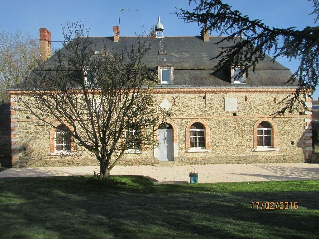 Achat Maison 11 pièces à Le Bourg-d'Iré - vignette-1