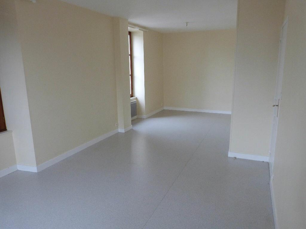 Location Appartement 5 pièces à Moisdon-la-Rivière - vignette-1