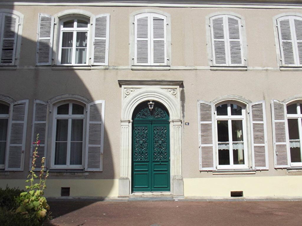 Location Maison 10 pièces à Pouancé - vignette-1
