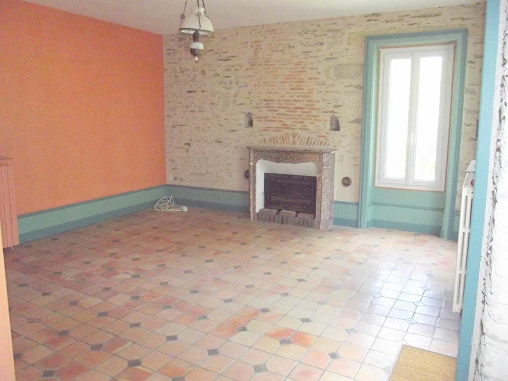 Location Maison 10 pièces à Pouancé - vignette-3
