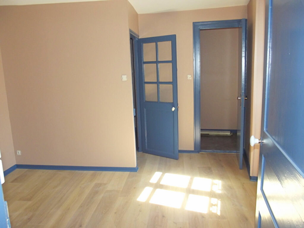 Location Maison 4 pièces à Pouancé - vignette-1