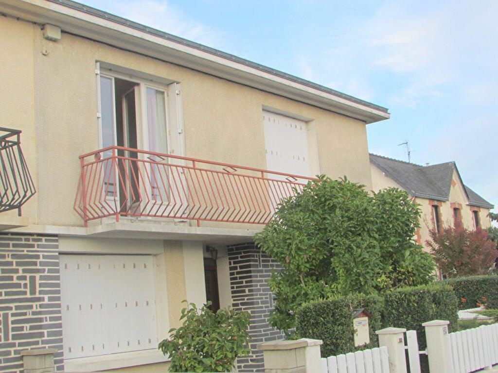 Achat Maison 7 pièces à Noyant-la-Gravoyère - vignette-1