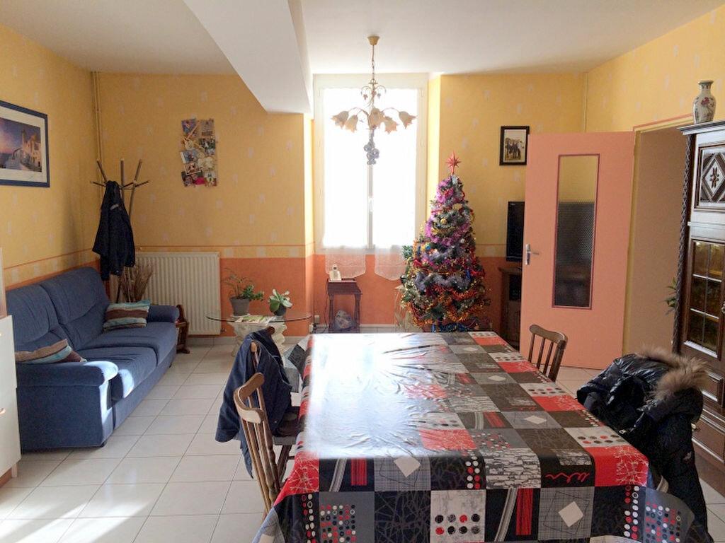 Achat Maison 7 pièces à Saint-Michel-et-Chanveaux - vignette-2