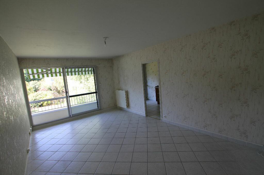 Location Appartement 4 pièces à Cournon-d'Auvergne - vignette-1