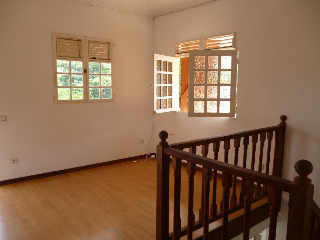 Location Appartement 5 pièces à Sainte-Anne - vignette-1