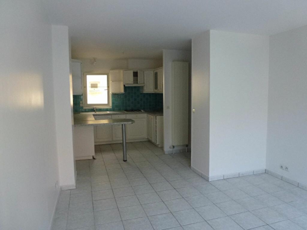 Location Appartement 3 pièces à Claye-Souilly - vignette-1