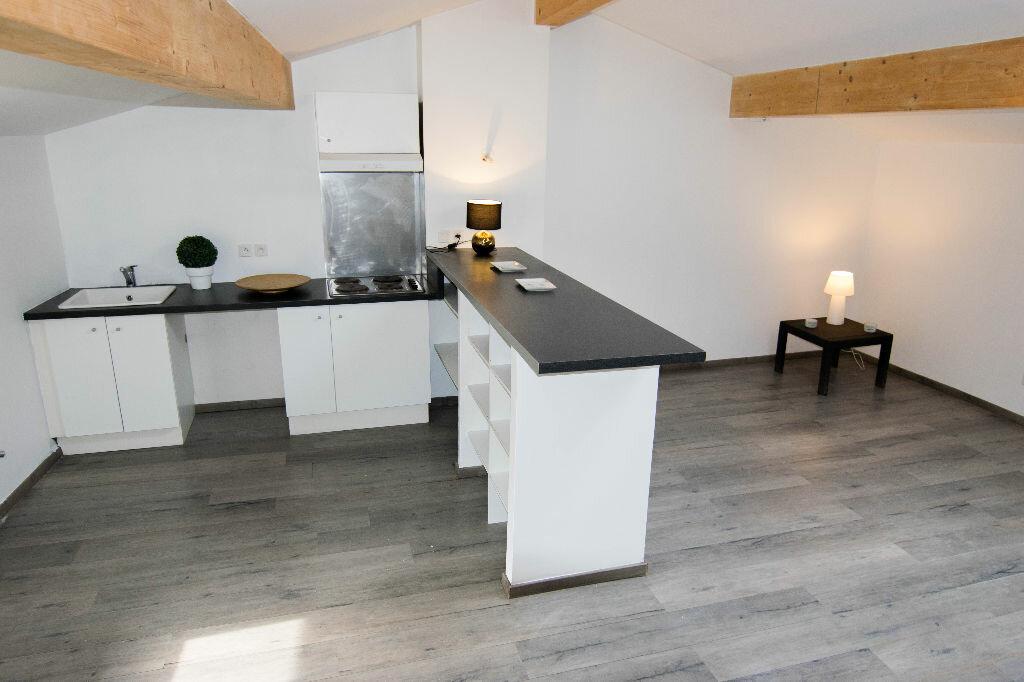 Achat Appartement 3 pièces à Les Roches-de-Condrieu - vignette-1