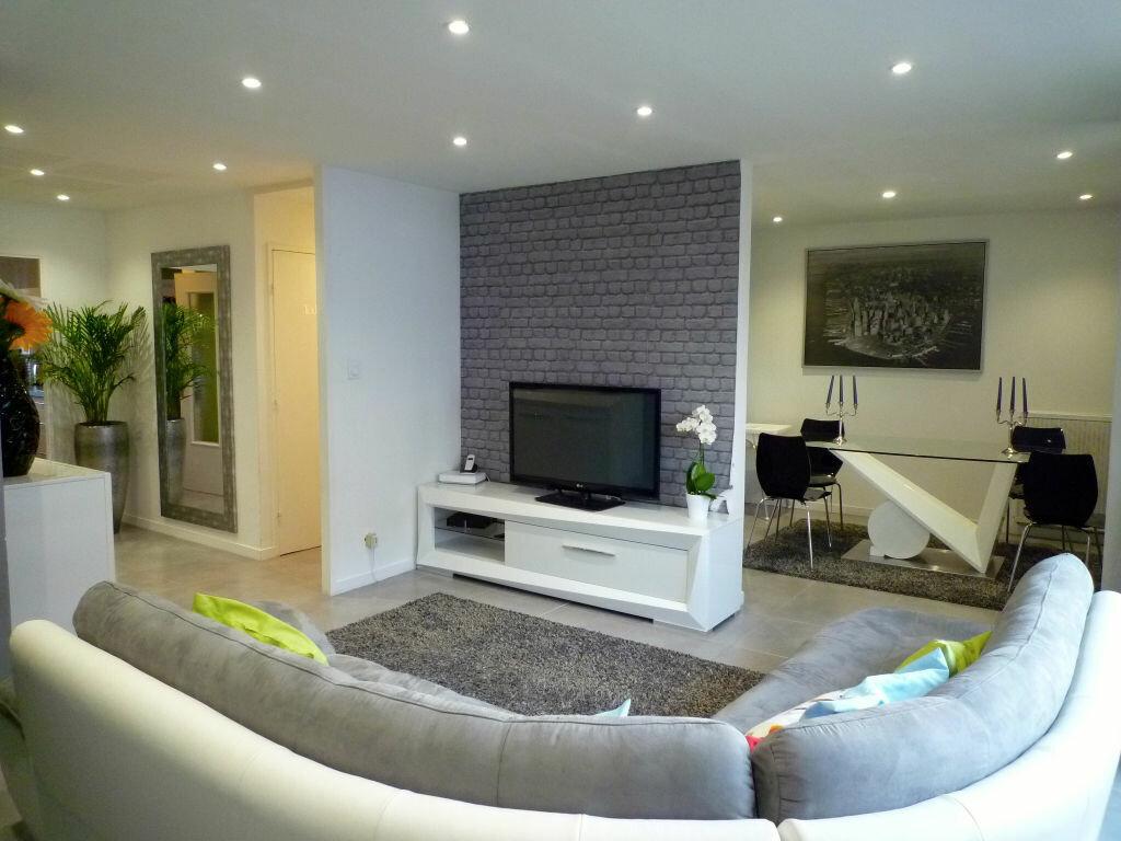 Achat Appartement 4 pièces à Sainte-Foy-lès-Lyon - vignette-1