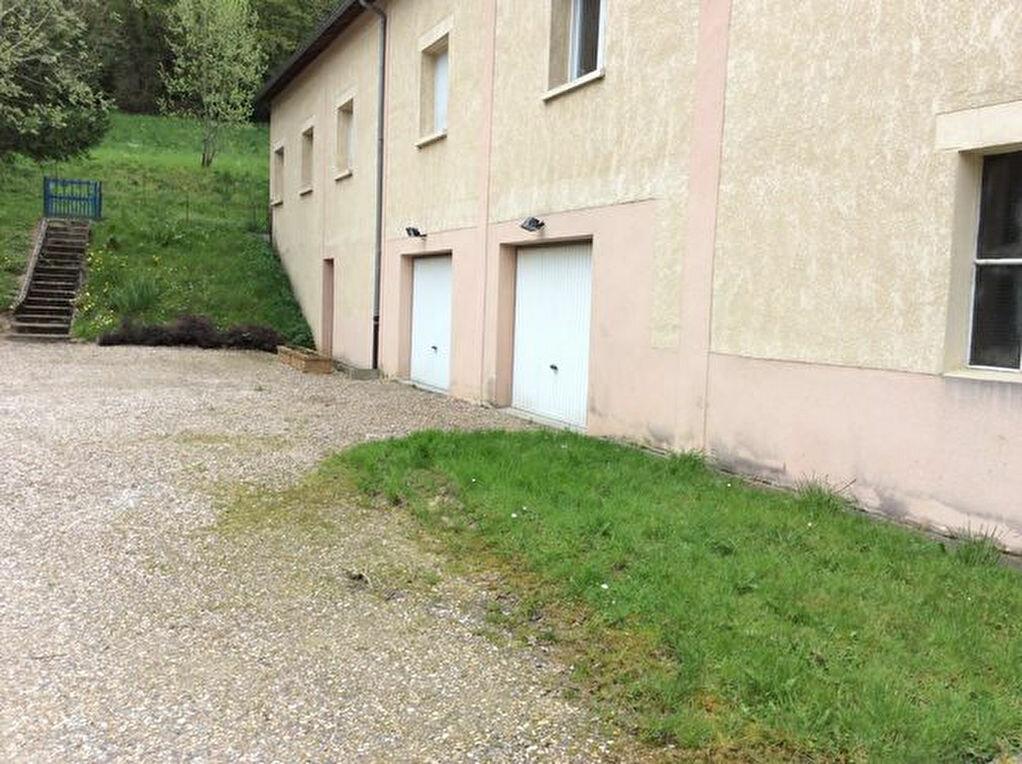 Location Maison 5 pièces à Saint-Christophe-sur-Condé - vignette-1
