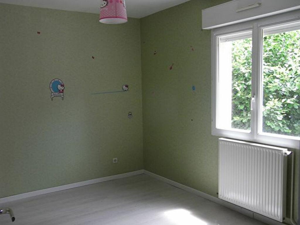 Location Maison 5 pièces à Saint-Christophe-sur-Condé - vignette-3