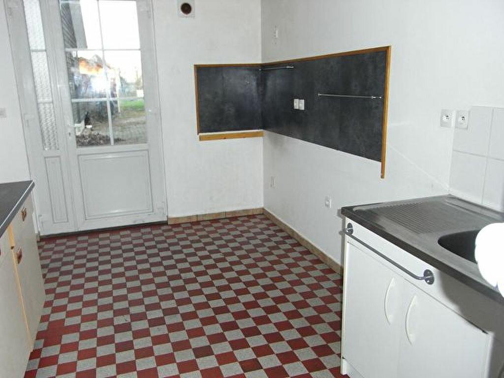 Location Maison 4 pièces à Bosguérard-de-Marcouville - vignette-1