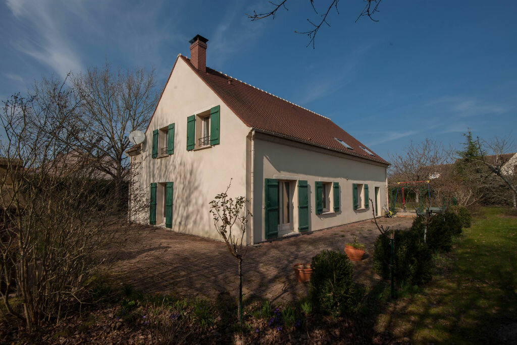 Achat Maison 8 pièces à La Celle-les-Bordes - vignette-1