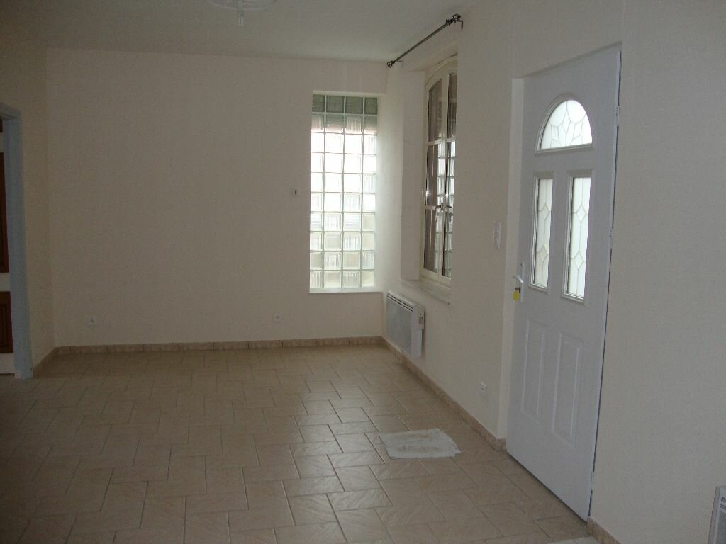 Location Maison 4 pièces à Tergnier - vignette-1