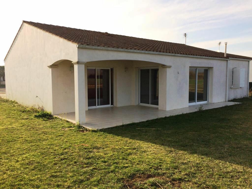Location Maison 4 pièces à Angliers - vignette-1