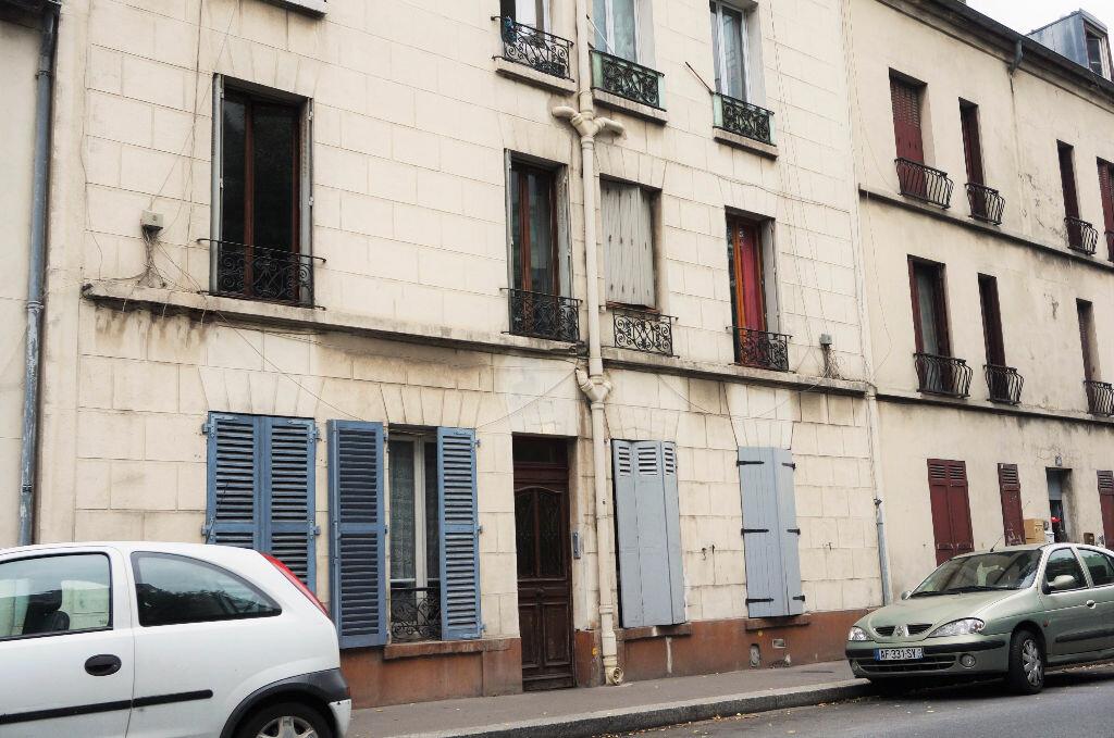 Achat Appartement 4 pièces à Saint-Denis - vignette-1