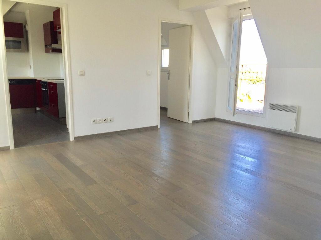 Location Appartement 3 pièces à Le Bourget - vignette-1