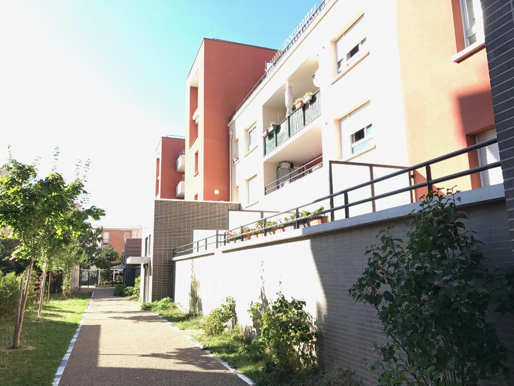 Location Appartement 5 pièces à Aubervilliers - vignette-1