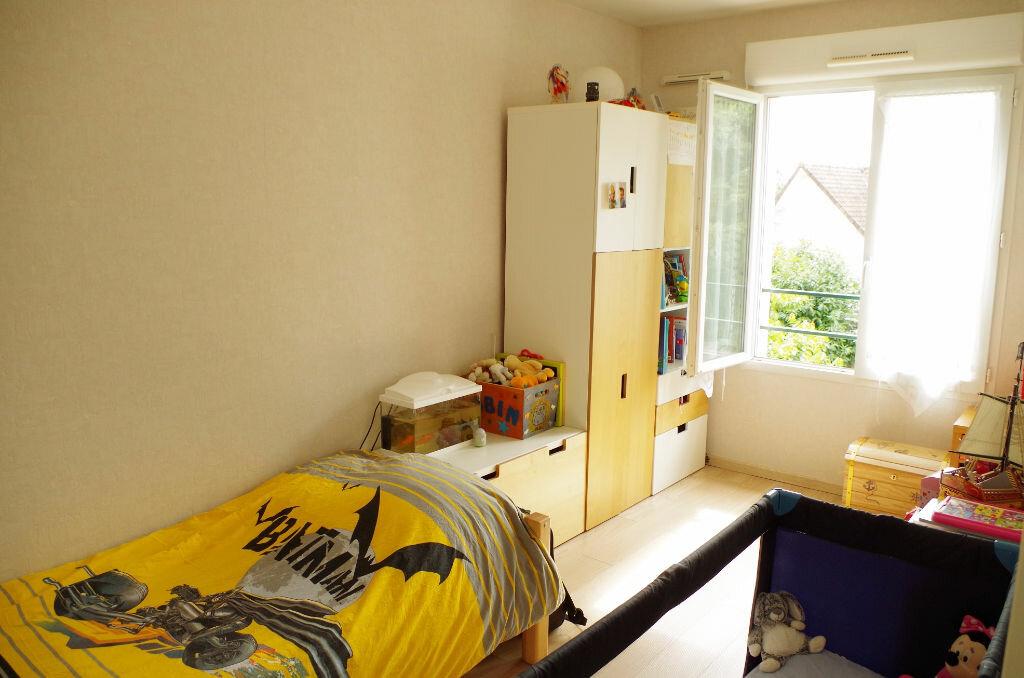 Achat Appartement 3 pièces à Roissy-en-Brie - vignette-3