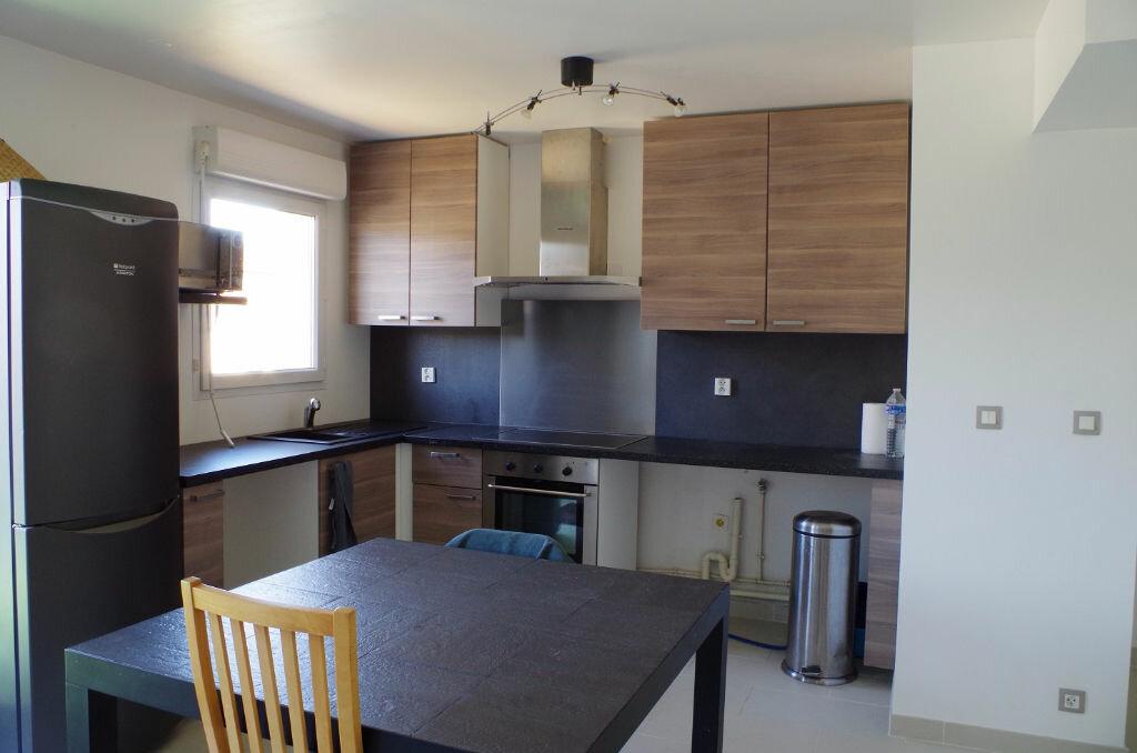 Achat Appartement 4 pièces à Roissy-en-Brie - vignette-2