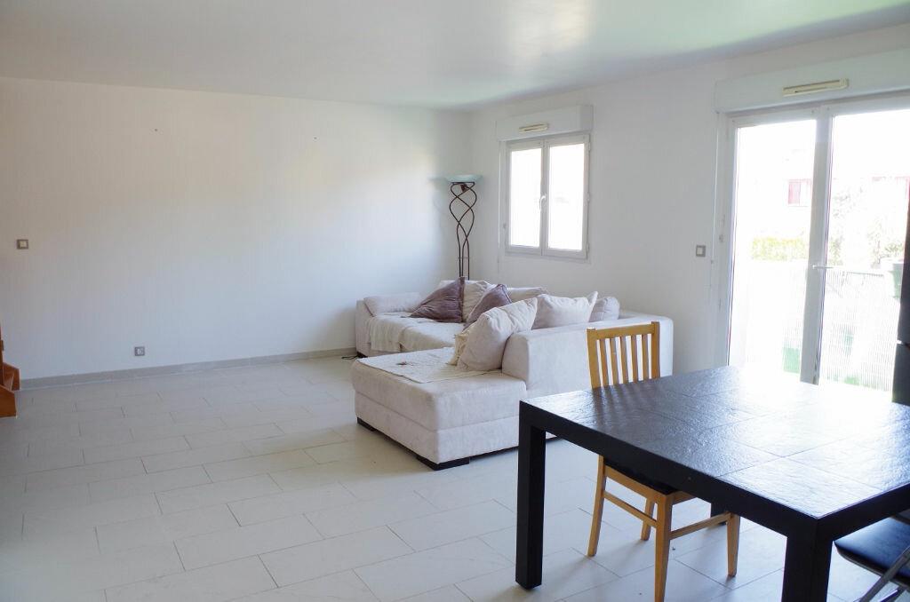 Achat Appartement 4 pièces à Roissy-en-Brie - vignette-3
