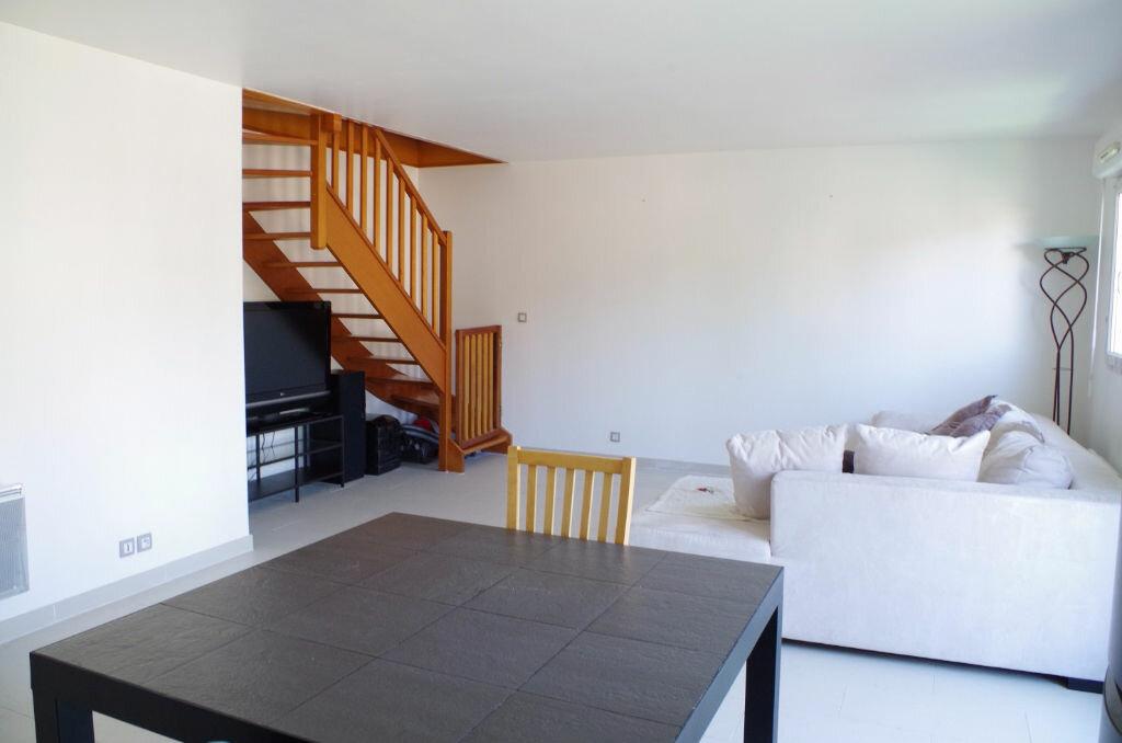 Achat Appartement 4 pièces à Roissy-en-Brie - vignette-4