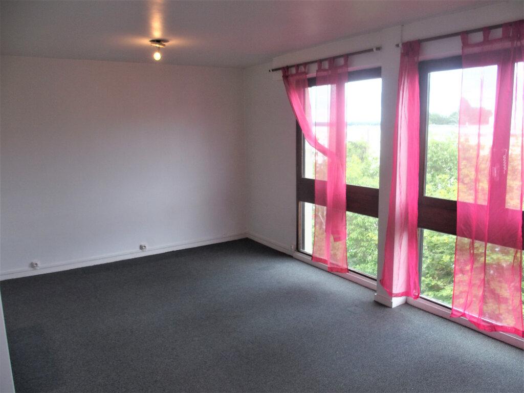 Location Appartement 1 pièce à Fontenay-le-Fleury - vignette-1