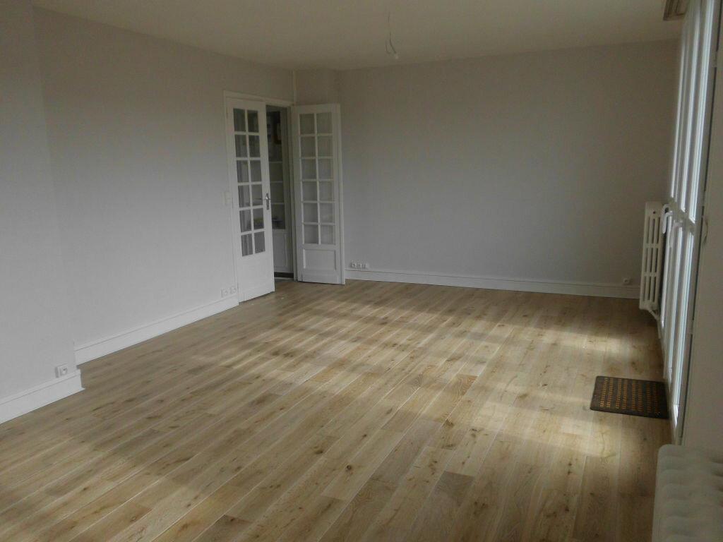 Achat Appartement 5 pièces à Fontenay-le-Fleury - vignette-2