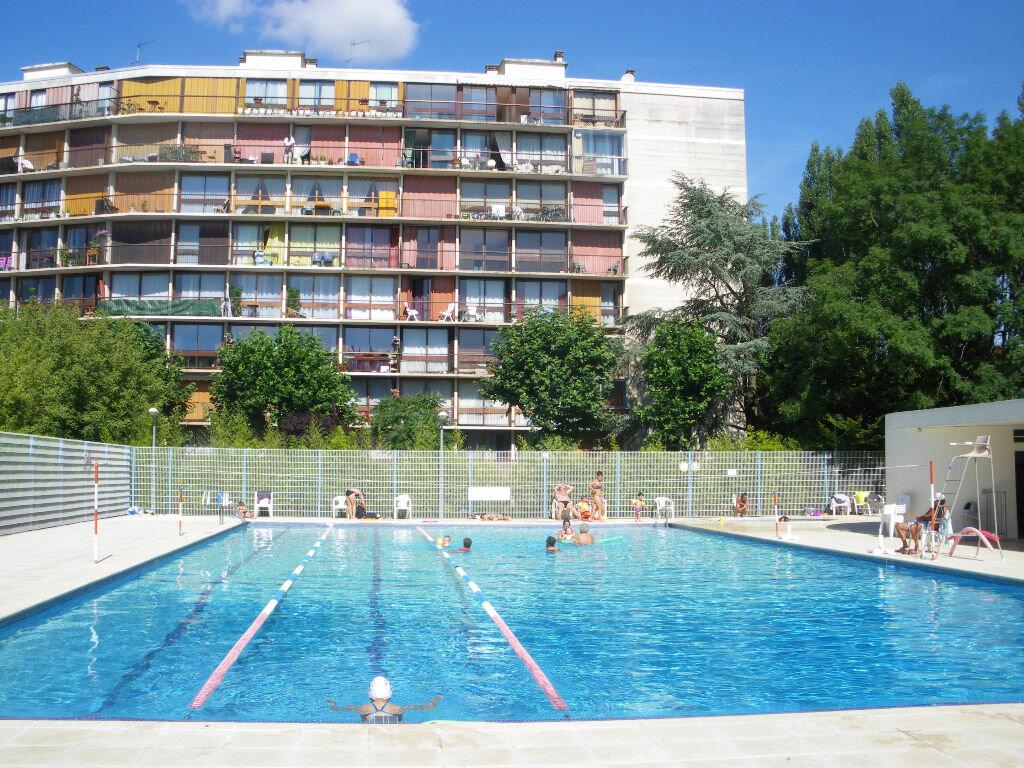 Achat Appartement 3 pièces à Fontenay-le-Fleury - vignette-3