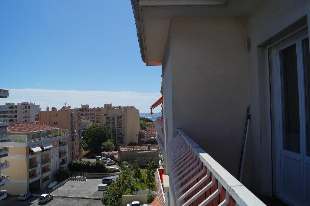Location Appartement 2 pièces à Cannes - vignette-4