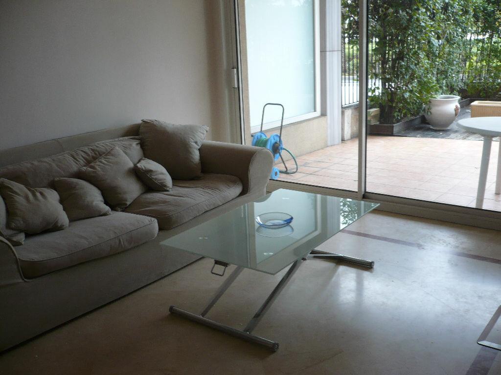 Location Appartement 2 pièces à Vallauris - vignette-3