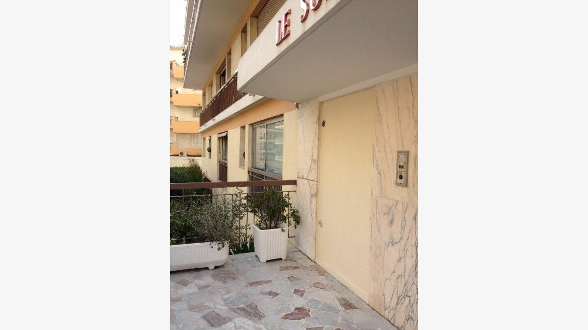 Location Appartement 1 pièce à Le Cannet - vignette-1