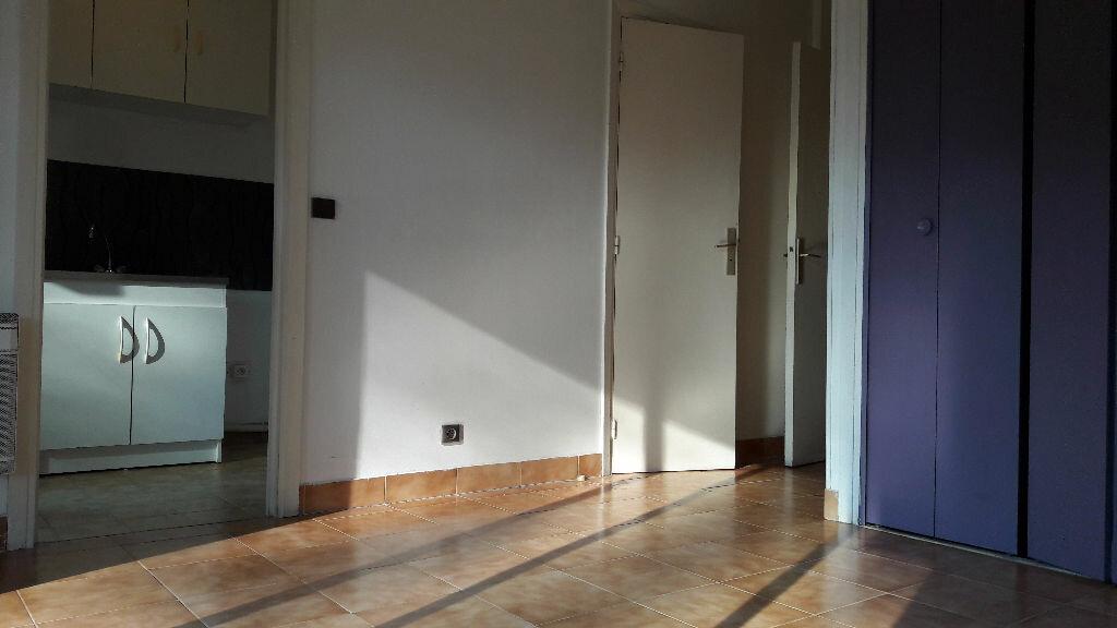Location Appartement 1 pièce à Le Cannet - vignette-4