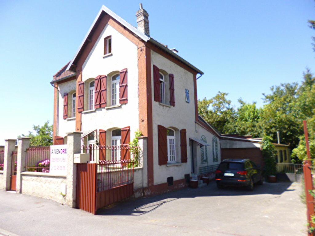 Achat Maison 6 pièces à Saint-Quentin - vignette-1