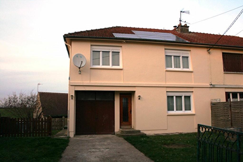 Location Maison 6 pièces à Beautor - vignette-1