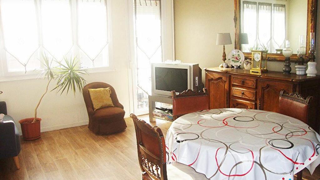 Achat Appartement 5 pièces à Armentières - vignette-1