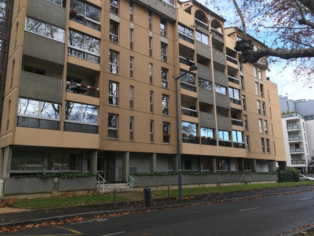 Location Appartement 3 pièces à Lyon 9 - vignette-1