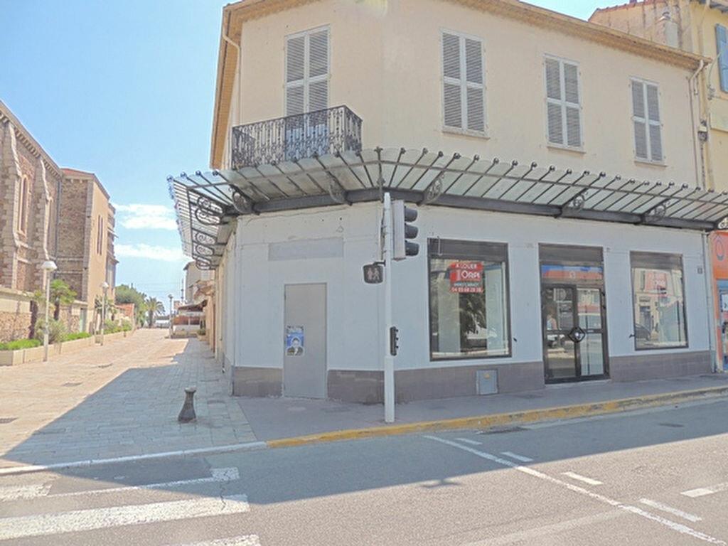 Location Local commercial  à Cannes - vignette-1