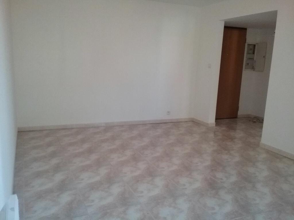 Location Appartement 2 pièces à Le Cannet - vignette-1