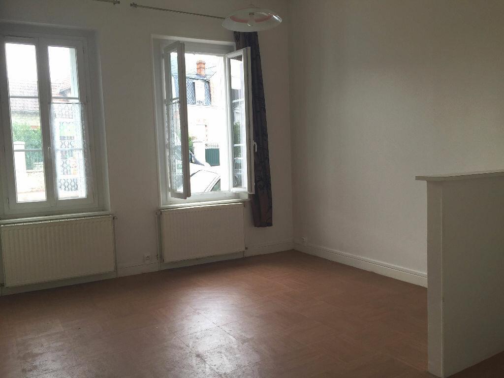 Location Appartement 1 pièce à Montargis - vignette-4